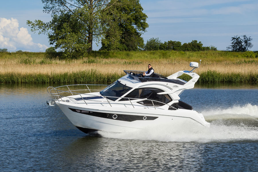 Galeon-300-Fly-Running