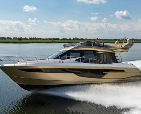 Galeon-500-Fly-running