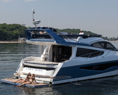 Galeon-550-Fly-garage