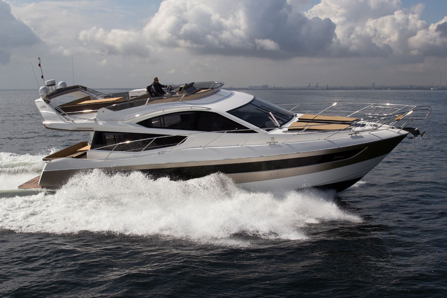 Galeon-550-Fly-running