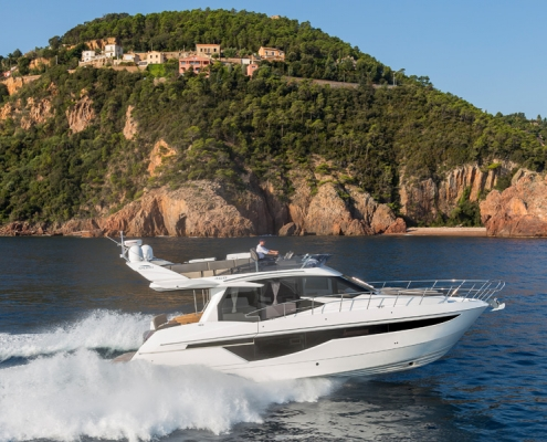 galeon-460-fly-in-water3